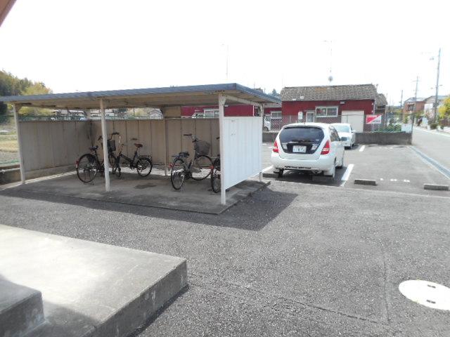 メゾンMORI 303号室の駐車場