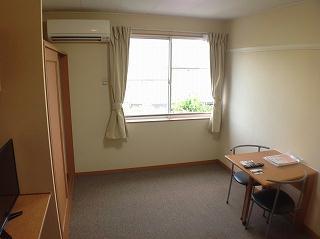 レオパレスエクセル・ケン 205号室のベッドルーム