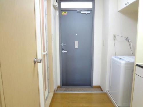 レオパレス廣岡 202号室の玄関