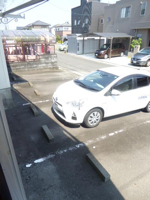 東町フォーブル 101号室の駐車場