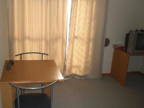 レオパレスサンボーン 101号室のリビング