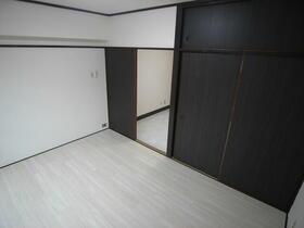 林マンション 203号室のベッドルーム