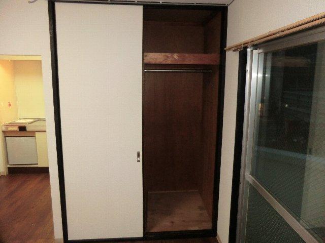 メゾンドシルク 203号室の収納