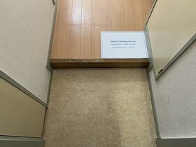 ソリッドリファイン東新宿 303号室の玄関