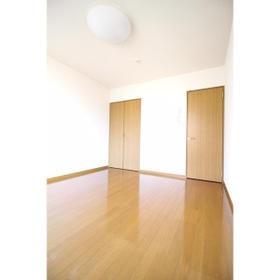 アムール小松 102号室のベッドルーム