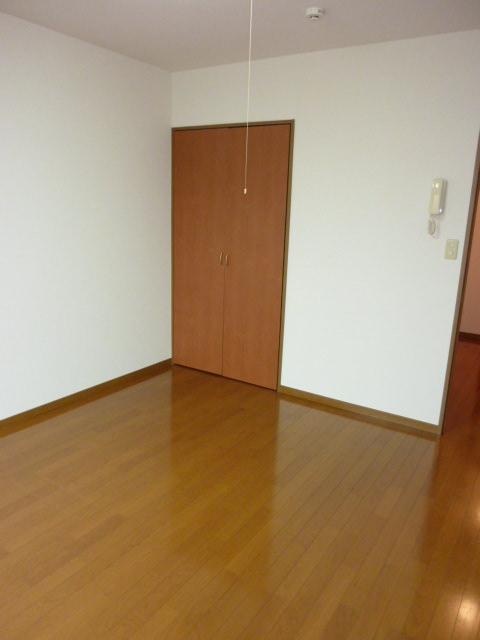 アムール小松 102号室のリビング