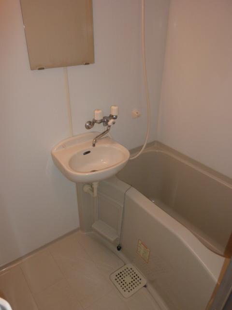 アムール小松 102号室の風呂