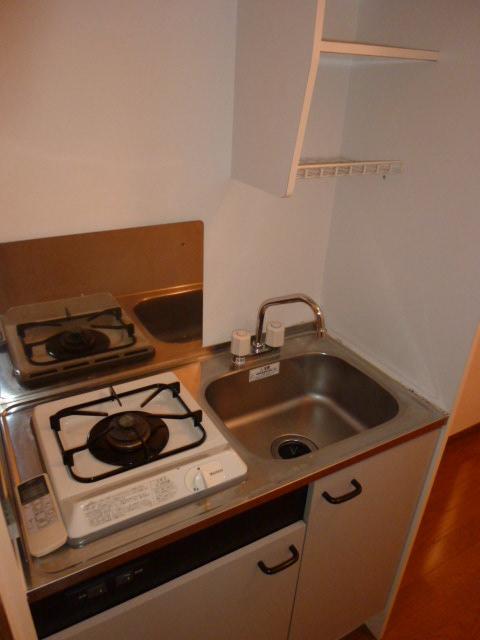アムール小松 102号室のキッチン