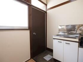 小林荘 205号室の玄関
