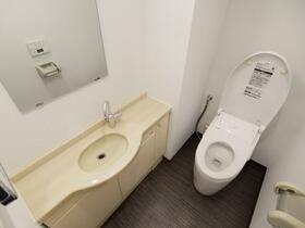 クレストヒルズ 301号室のトイレ