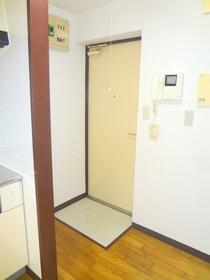 ローリエ矢来町 203号室の玄関