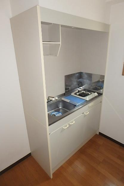 ライジング泉 302号室のキッチン