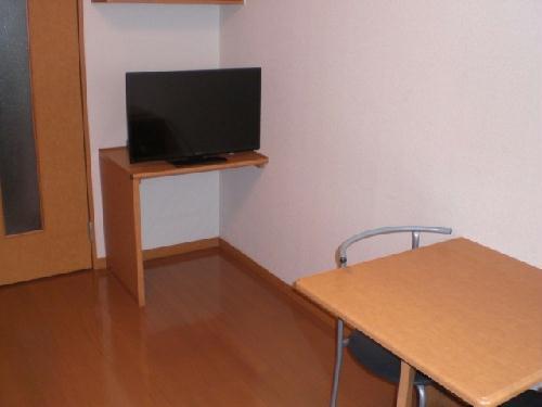 レオパレスグリーンリバー2 202号室の居室