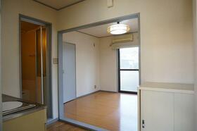 KMハイム 101号室のリビング