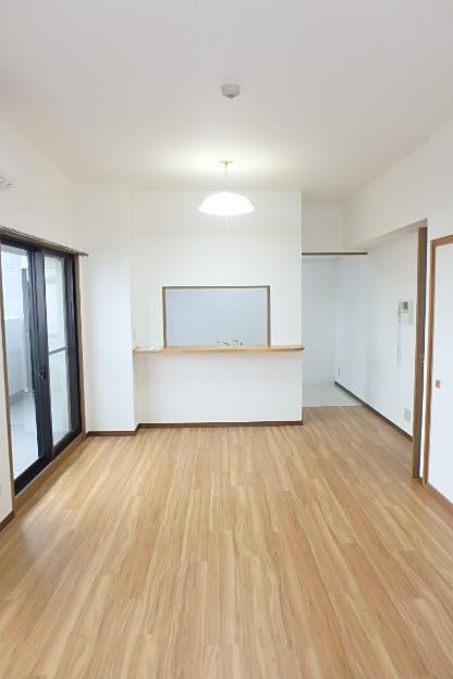 ファヴォール白壁 601号室のリビング