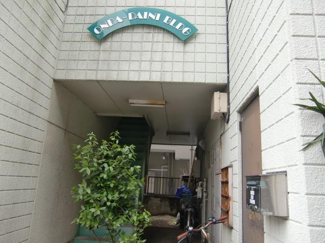 第2恩田ビル 205号室のエントランス