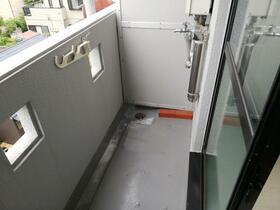 メゾン・ド・ピエール 0413号室のバルコニー