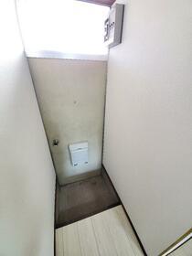 大国荘 105号室の玄関