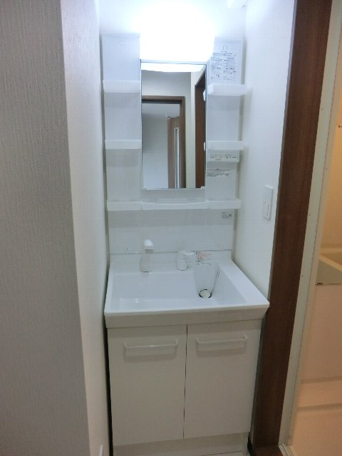 LA LUCE 111号室の洗面所