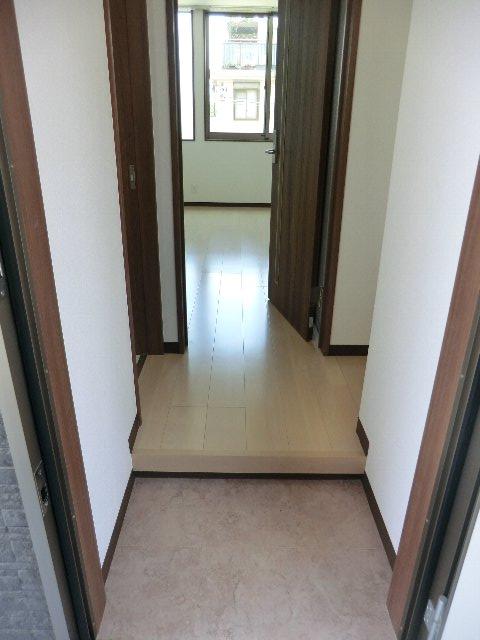LA LUCE 111号室の玄関