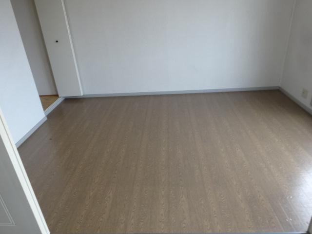 サンビレッジ桂 B-205号室の居室