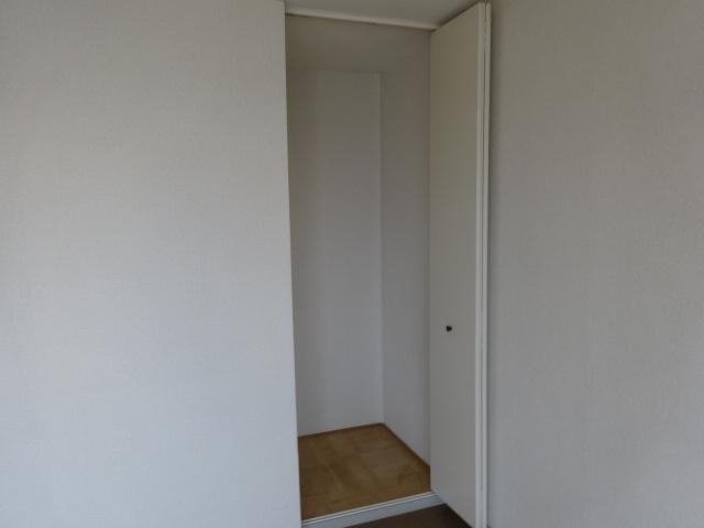 サンビレッジ桂 B-205号室の収納