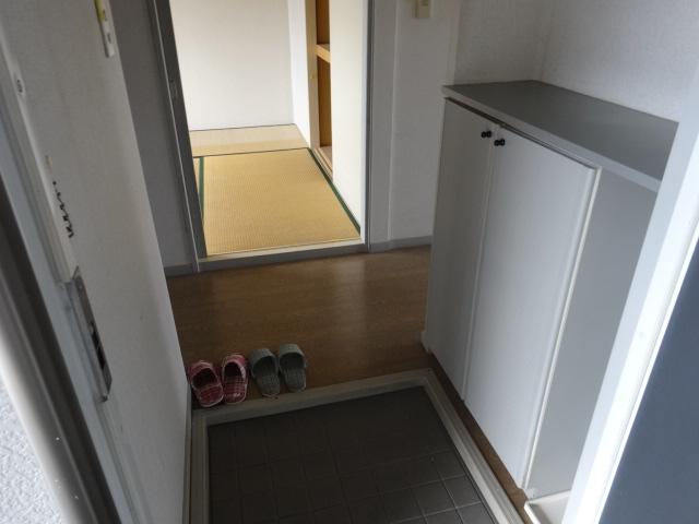 サンビレッジ桂 B-205号室の玄関