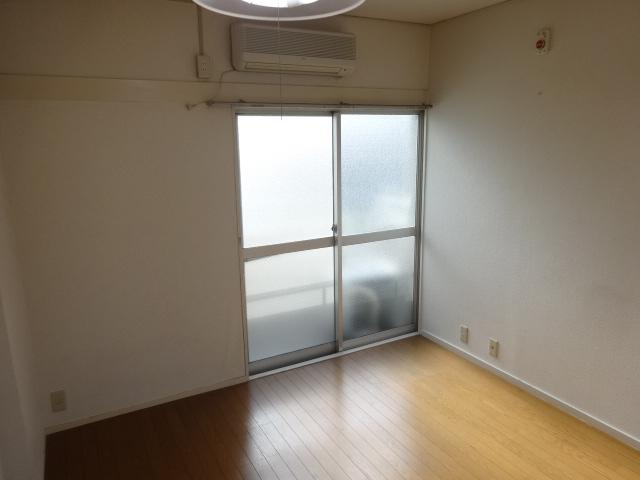 マルカクカウンタックハイツ 201号室の玄関