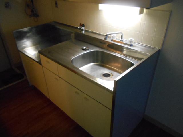 エステートピア苅分 207号室のキッチン