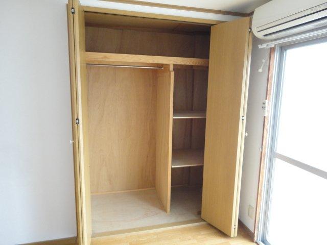 ロイヤルコーポ桂 202号室の収納