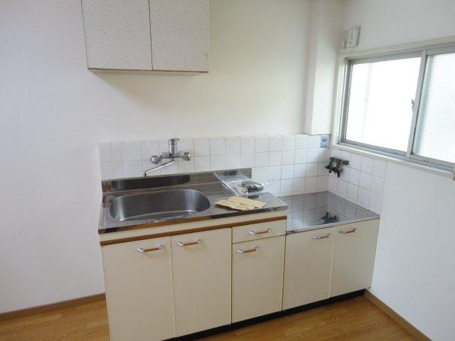 ロイヤルコーポ桂 202号室のキッチン