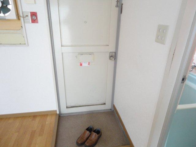 ロイヤルコーポ桂 202号室の玄関