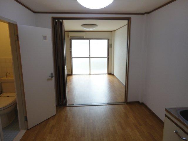 ロイヤルコーポ桂 202号室のリビング