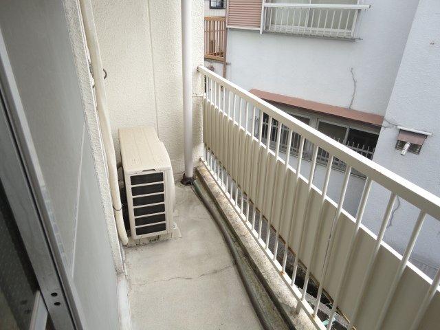 ロイヤルコーポ桂 202号室のバルコニー