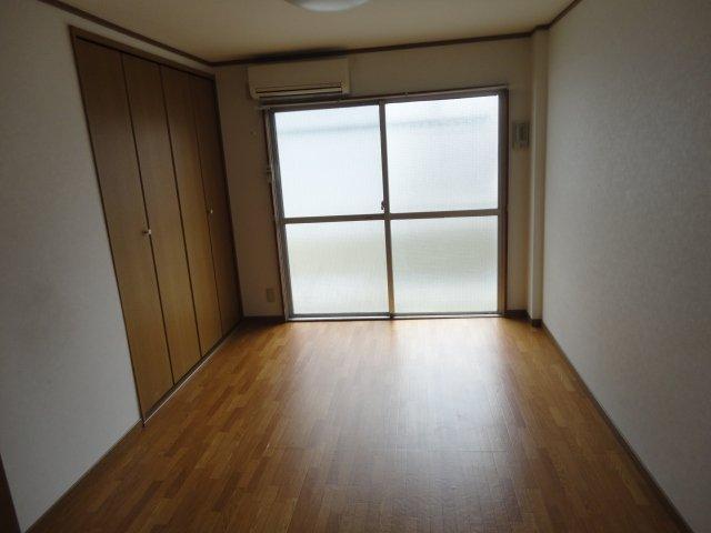 ロイヤルコーポ桂 202号室のベッドルーム