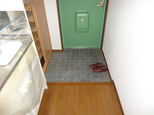 ジオコート桂 101号室の玄関