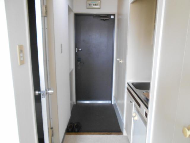 WEST-1 605号室の玄関