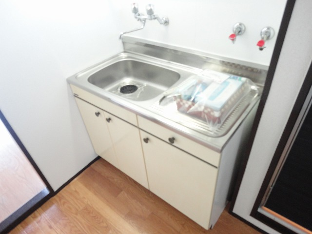 ユニメント桂川 201号室のキッチン