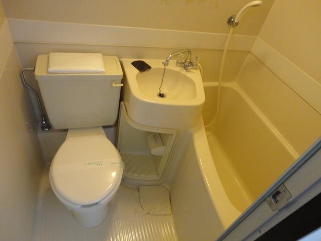 ユニメント桂川 201号室の風呂