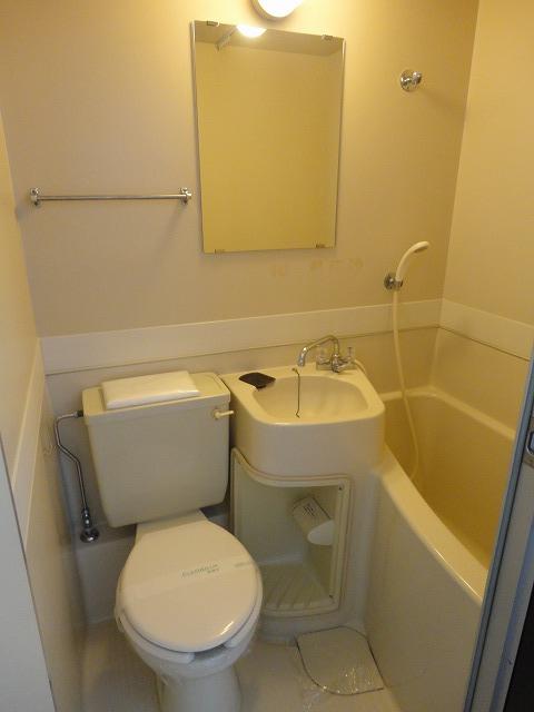 ユニメント桂川 201号室のトイレ