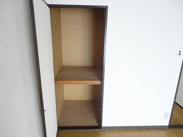 ユニメント桂川 201号室の収納