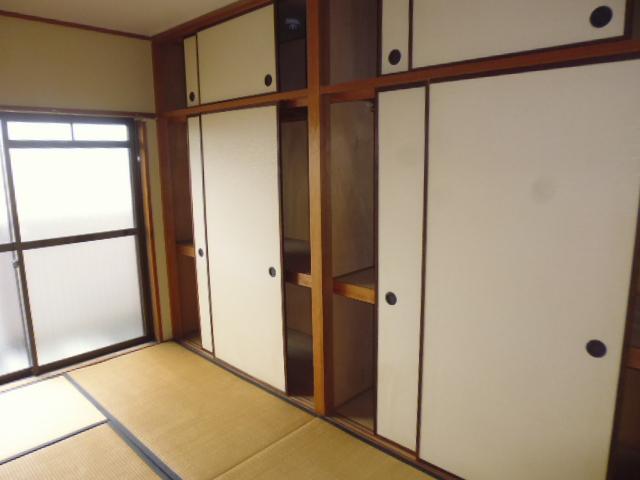 エバーグリーン嵐山 303号室の収納