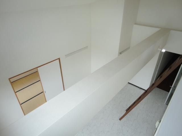 ウェルネスアーク桂 501号室のリビング