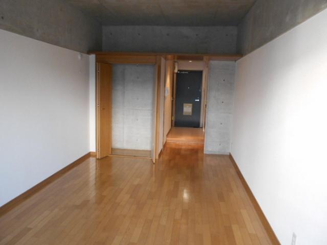 ラ・ヴィル・フルール 101号室のリビング