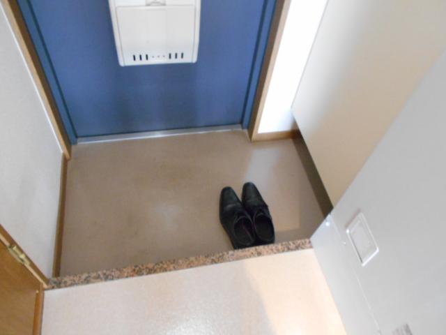 ラ・ヴィル・フルール 101号室の玄関