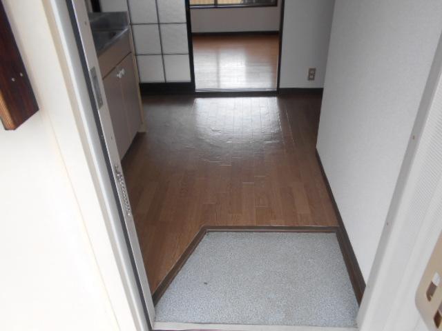 ロッジ御室 105号室の玄関