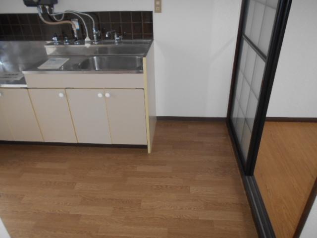 ロッジ御室 105号室のキッチン