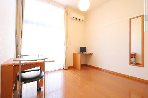 レオパレスイン京都 116号室のリビング