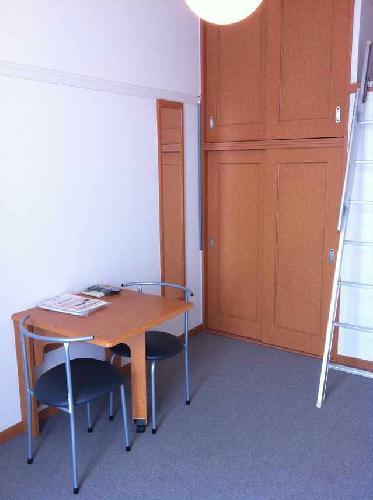 レオパレスモンフレール 302号室のリビング