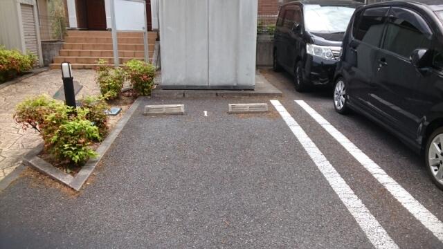 フォレスタ 01010号室の駐車場